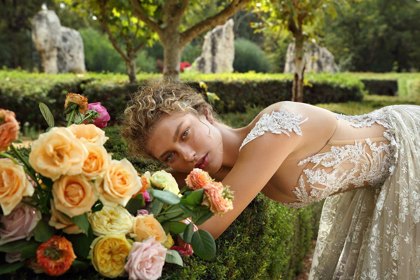 Cum alegi rochia de mireasă pentru o nuntă în aer liber